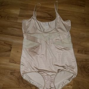 Nwot Cacique Open Bust Body Suit size 26-28
